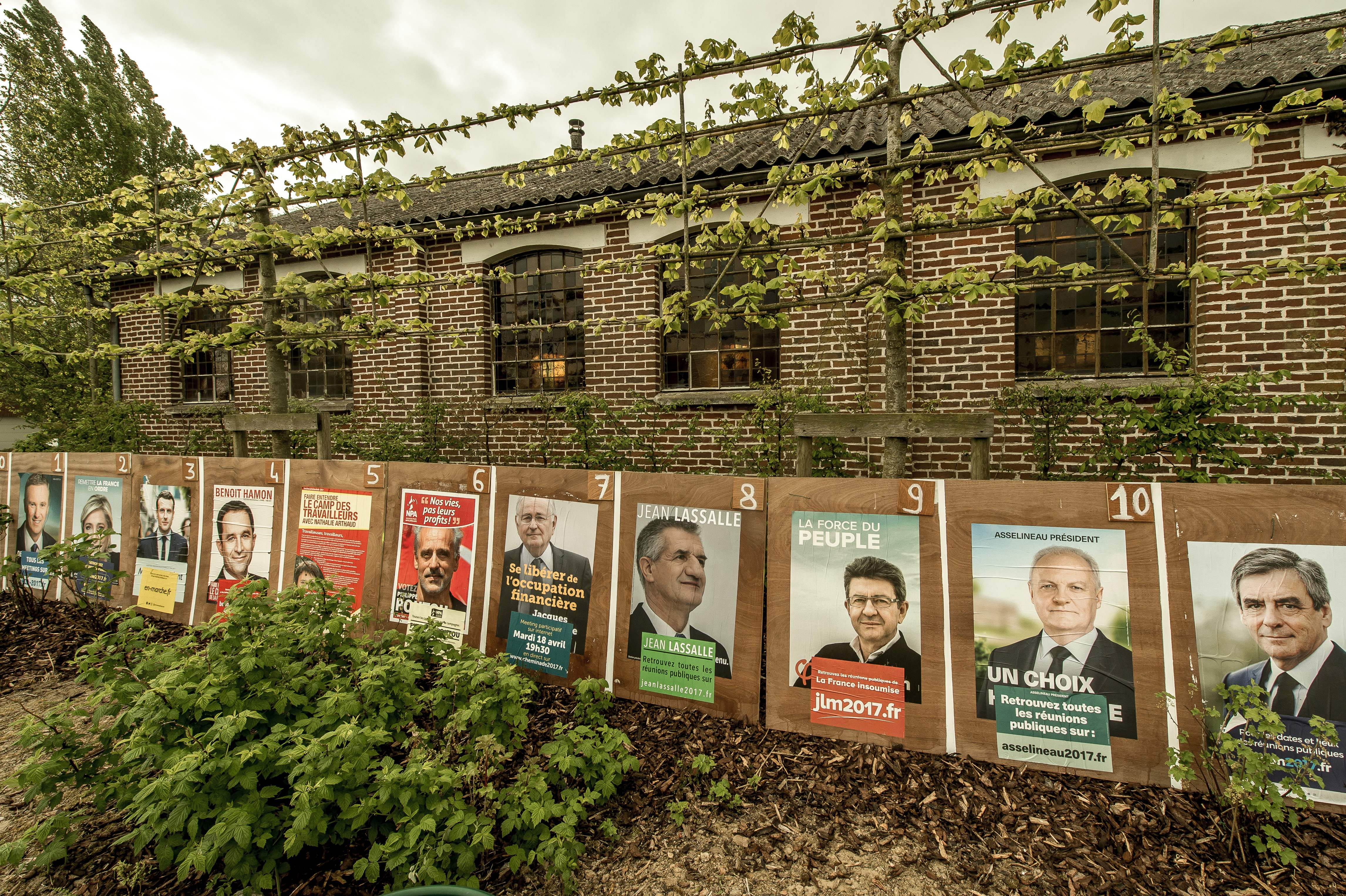 France elections 2017 live - 2017 Campaign Posters Of French Presidential Election Candidates